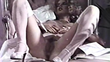 Beautiful Nancy Suiter shows her vagina