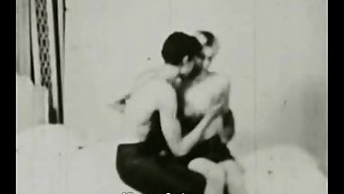 Amateur Couple in Oral Sex Twist (1950s Vintage)