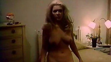 Gorgeous Chick gets a Dildo and a Dick (1970s Vintage)