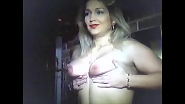 vintage milf gets topless and plays with a dick