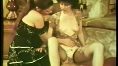 Lesbian Peepshow Loops 537 70s and 80s - Scene 3